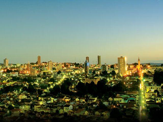 *  Crepúsculo na linda cidade de Araxá *