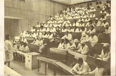 CLASE DE ANATOMÍA EN LA UNIVERSIDAD RUSA DE LA AMISTAD