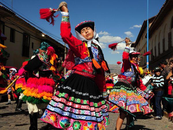 http://1.bp.blogspot.com/_P3gqcL2Brb0/TNoYSD3YtPI/AAAAAAAACmU/zFW0zik0R_E/s1600/Cusco%2BFestival.jpg