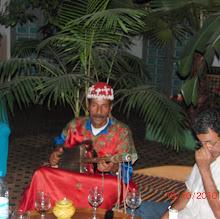 Omar speelt sitar
