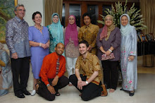 Australian Ambassador to Indonesia Bill Farmer and his wife with Emha and delegates
