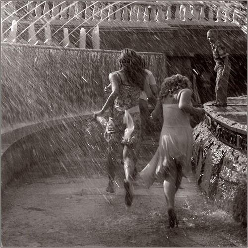 Kišni dan - Page 3 Beautiful,black,white,female,photography,rain-332803c848092dcfe3d73bb317ce1c30_h