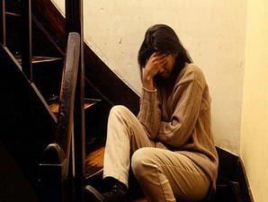http://1.bp.blogspot.com/_P4URY8hrIcU/SSTzPD_CmsI/AAAAAAAAAcc/CTqM8hR1Ti8/s320/menangis.jpg