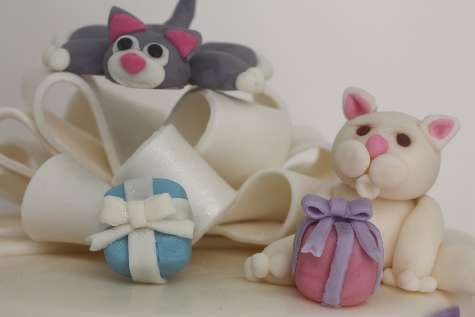 how to make a sleeping cat out of fondant