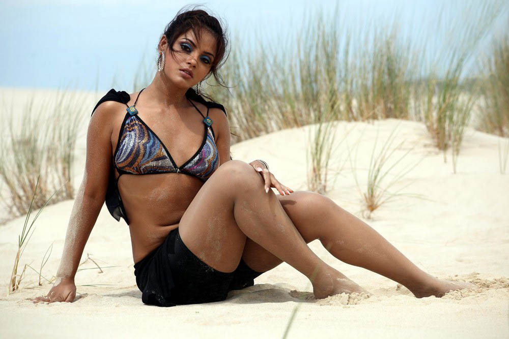 actress neetu chandra hot images