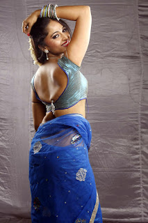 Anushka Hot Saree photos from Vaanam movie