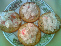 Hummus Dip with WW Crackers