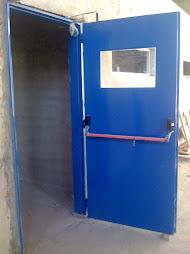 Puerta Chapa doble con Antipanico