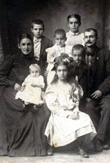 James Pinkney Davis and Anne Burns Davis with children