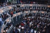 El Teatro Cervantes tras la proyección de `Que se mueran los feos´