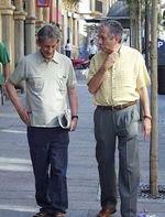 Basilio y Adolfo, en las calles de Valencia