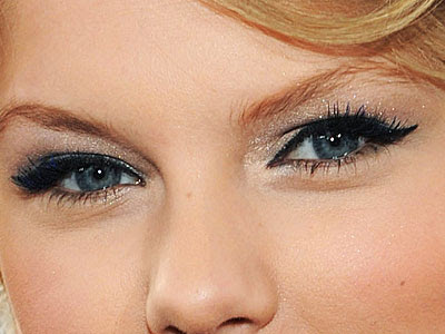 T-Swift Beauty! Taylor's Cat Eyes