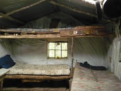 Az öreg gyógyító viskója Inside+Hut