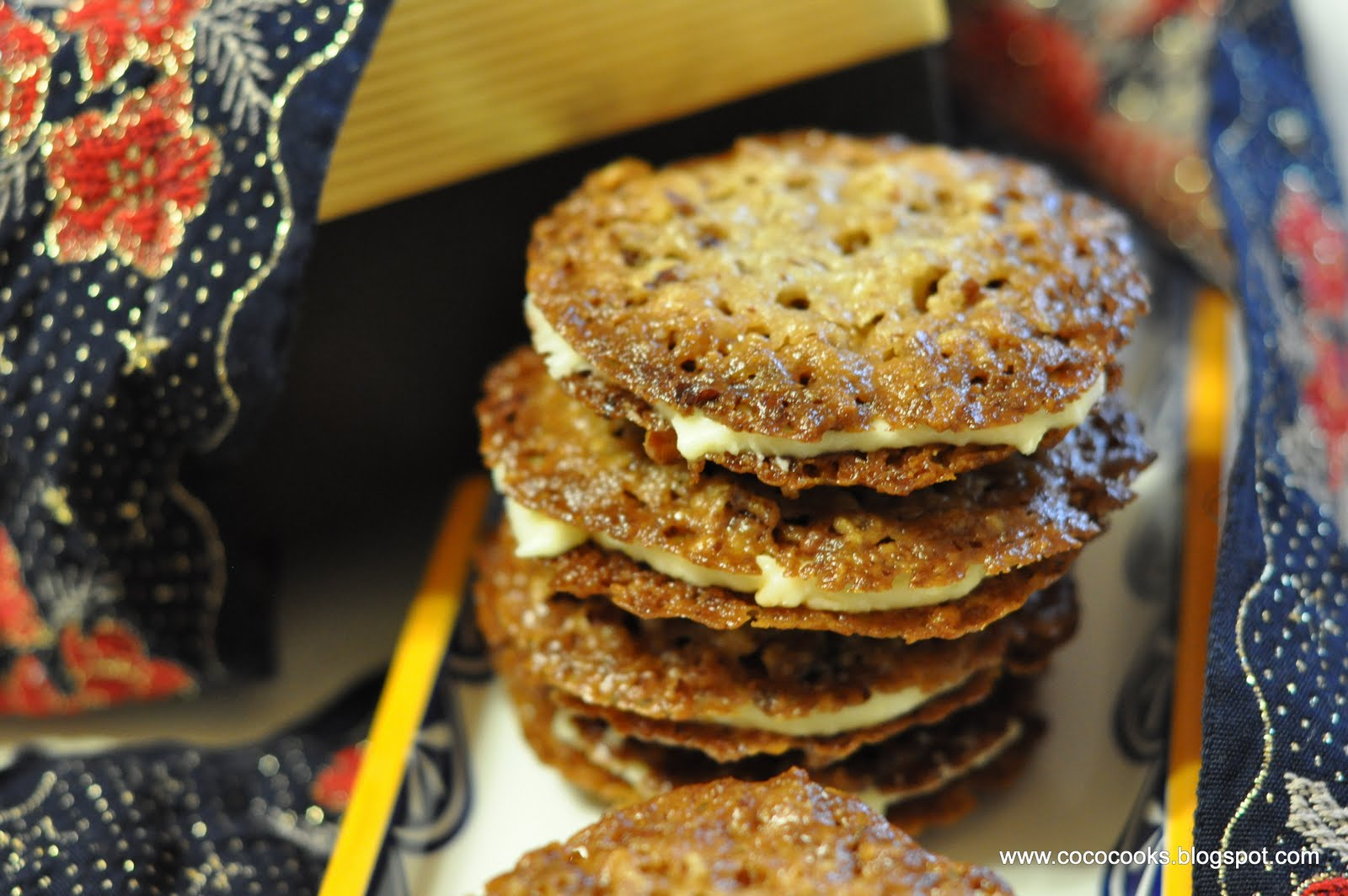 ... Appetit... Day 4 : Pecan Lace Sandwich Cookies with Orange Buttercream