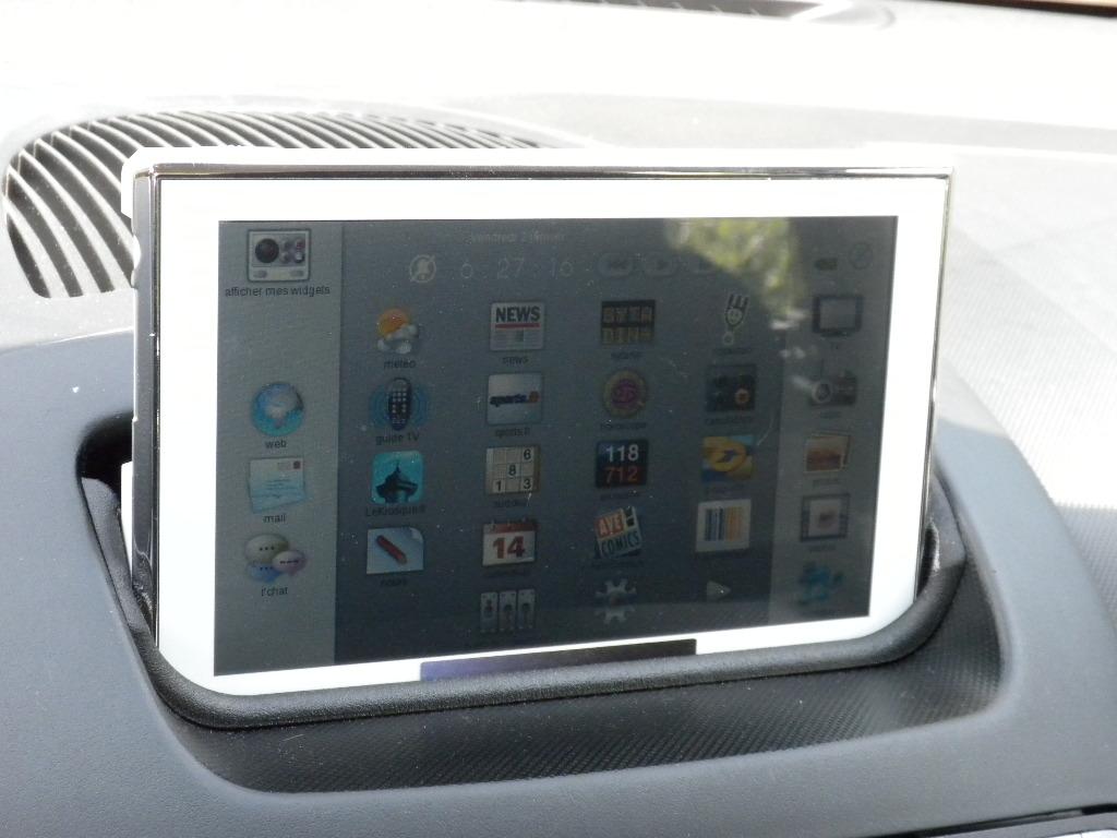 voiture communicante la tablette d 39 orange embarque bord de l 39 automobile. Black Bedroom Furniture Sets. Home Design Ideas
