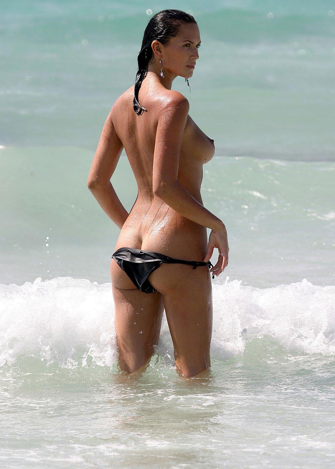 Lara croft naket picture porno pic