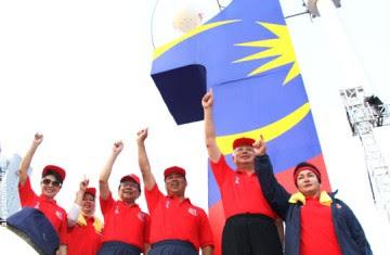 http://1.bp.blogspot.com/_POEjTUihojQ/SkYK5hkilSI/AAAAAAAAA2w/jGPeM8E0-1c/s400/2706-najib-1malaysia-2.jpg