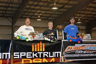 Team Losi Racing drivers Lee Morrison (3rd place) and Doug Gaut (1st place) at the 2009 Chili Bowl Jr.