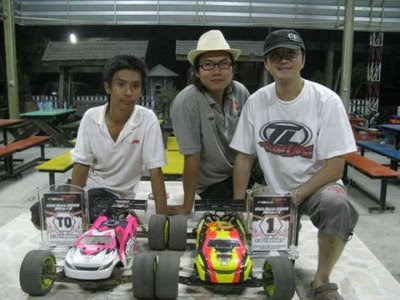 Team Losi Thailand drivers Witsarut Ruamlarp, TQ and John Ho, A-Main Champion