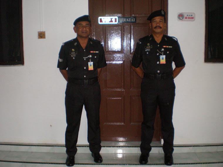 En.Hussien (jurulatih)    dan     En. Rahman (jurulatih)