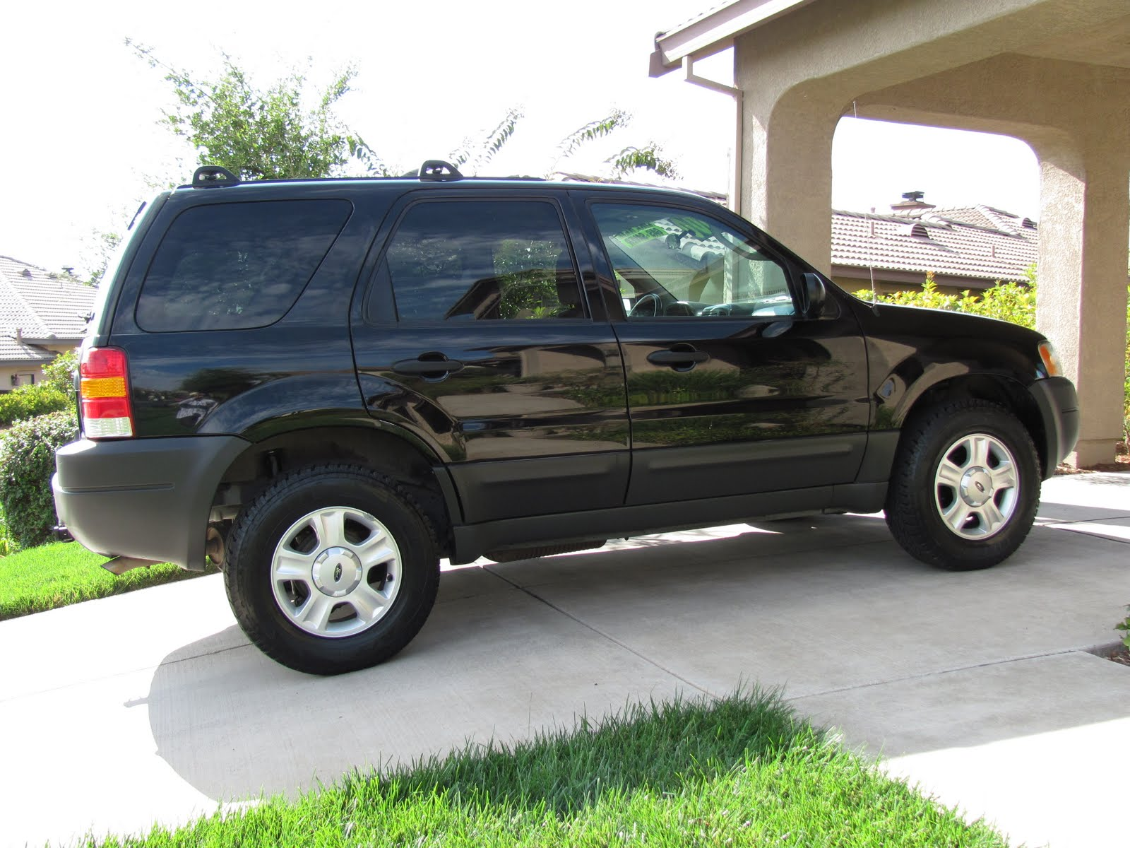 mr cleans auto sales 2003 ford escape 4x4 sold. Black Bedroom Furniture Sets. Home Design Ideas
