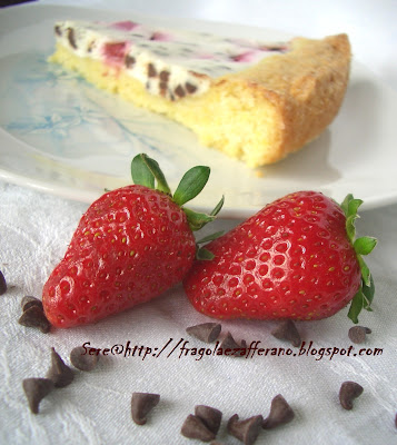 crostata di ricotta con fragole e gocce di cioccolato