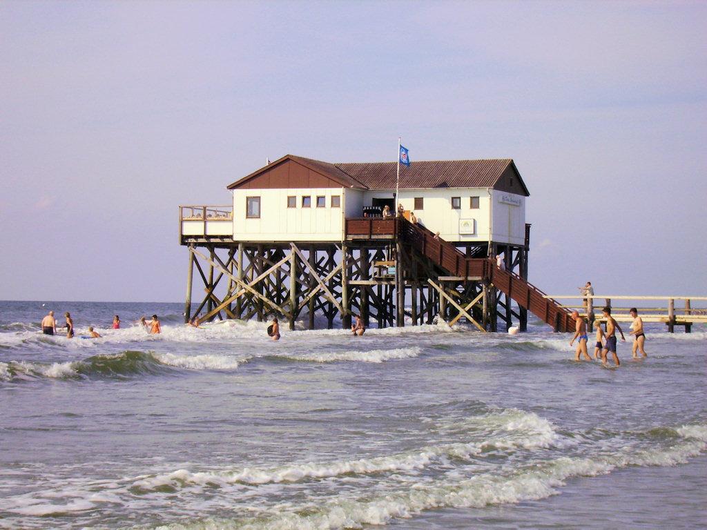 pfahlbauten am ordinger strand st peter ording nordsee hotels. Black Bedroom Furniture Sets. Home Design Ideas