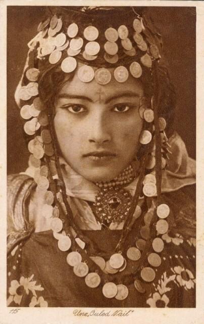 1888  MSM en collar arabe Mujer+%C3%A1rabe.Postal+Antigua.1920