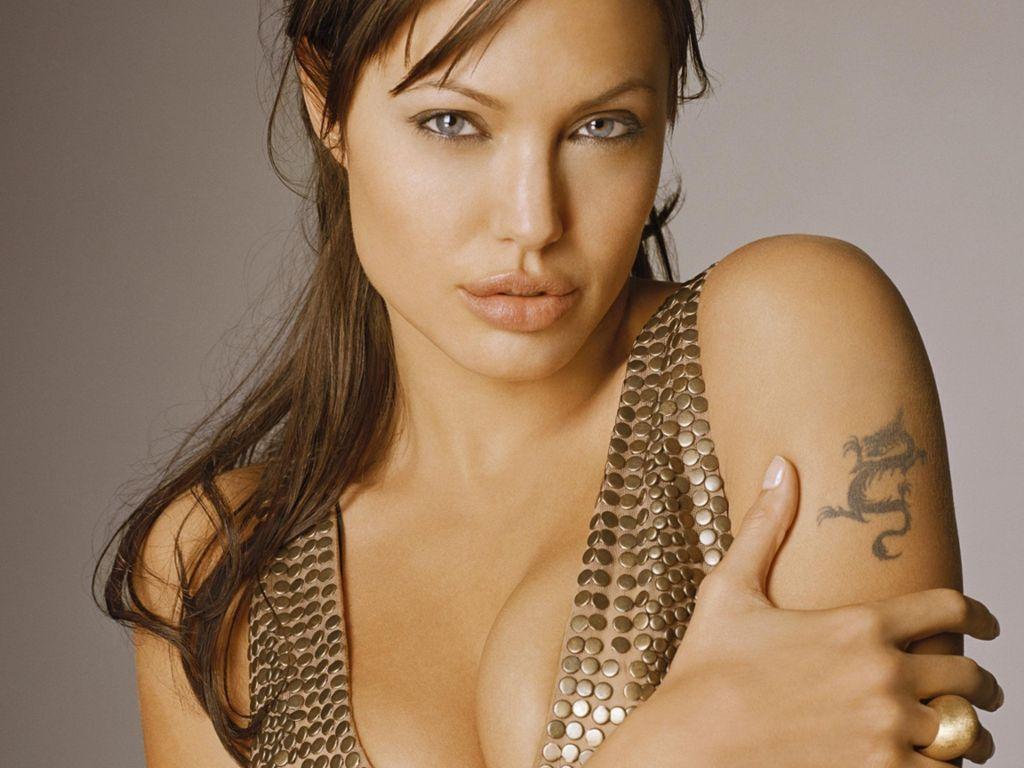 http://1.bp.blogspot.com/_P_5zaaXP8HE/TSI3XN9xfsI/AAAAAAAAEKQ/MWo650cY2S8/s1600/Angelina-Jolie-141.JPG