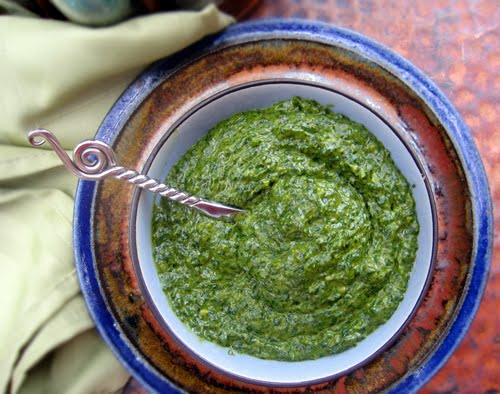 How to make a tasty vegan pesto sauce without cheese.