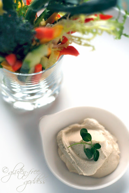 Creamy raw cashew dip with crudities