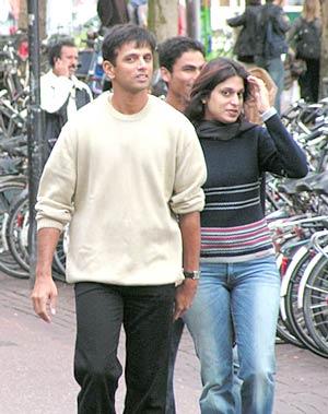 http://1.bp.blogspot.com/_Pbah3DkB1y4/TSBaDNX6oAI/AAAAAAAAAYE/3evVIg_h6gY/s1600/Rahul+dravid+with+his+wife+.jpg