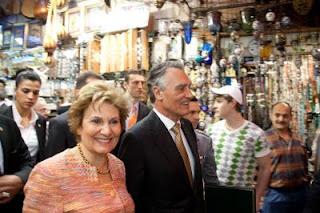 Casal Cavaco Silva no Grande Bazar de Istambul