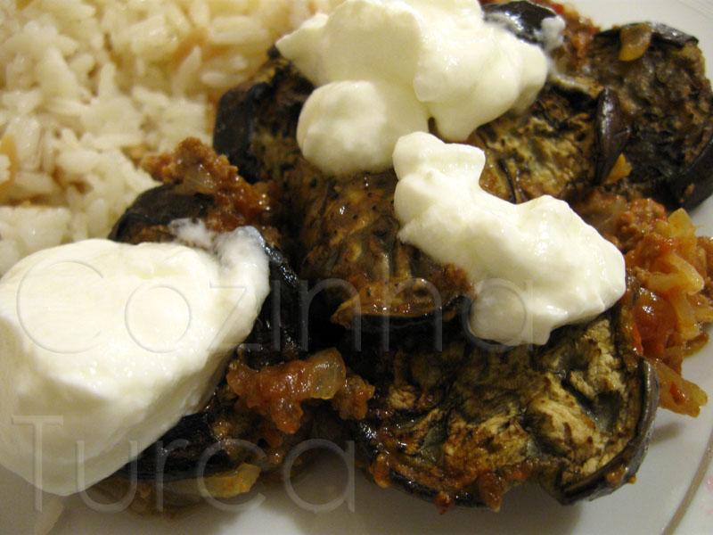 Beringela com Carne Picada (Kıymalı Patlıcan)