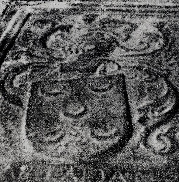 Armas dos Pinto, numa sepultura da Sé de Braga