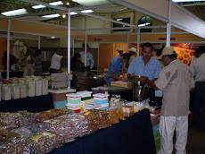 Los expositores en el salón de ventas de Mazatlán