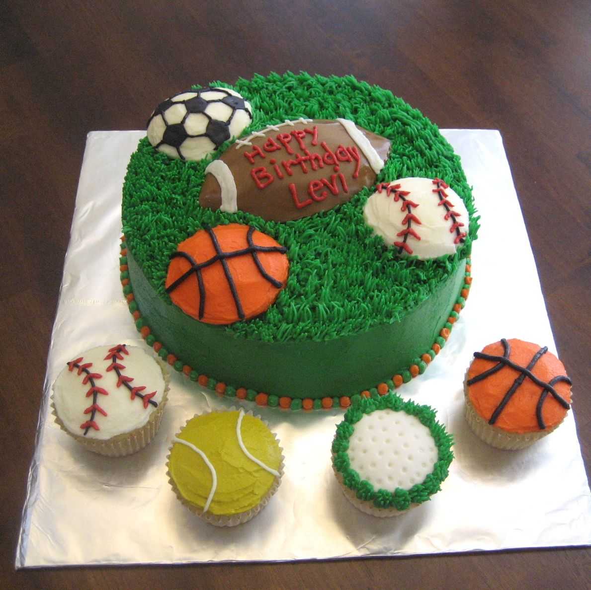 Cake Decorations For Sports : Mimi s Cupcakes: Sports Cake & Cupcakes