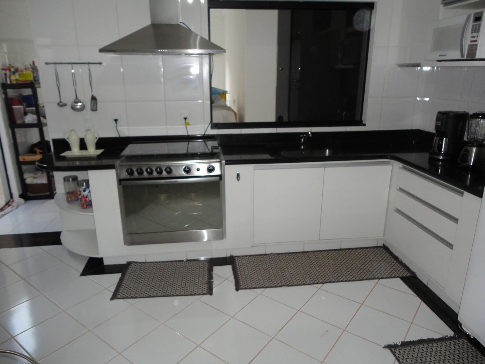 cozinha uma forte tendência é a utilização de portas de vidro e a  #595049 1600 1200