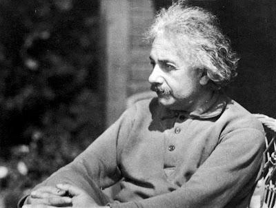 Einstein's Kinkazzo