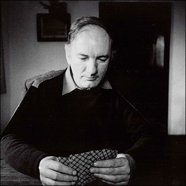 Thomas Bernhard relaxing with cards