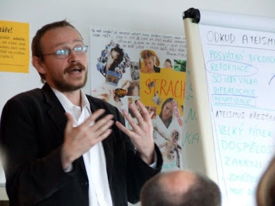 Mgr. Pavel Hošek, ThD. na semináři Krize ateismu, ES Elim Písek, 25.5.2008