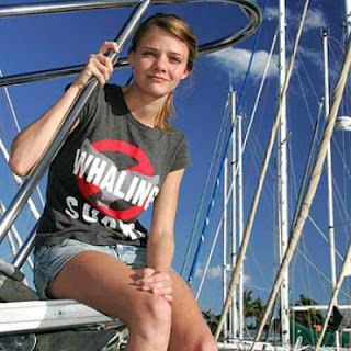 "Jessica Watson, 16, shows Miley Cyrus what ""role model"" is"