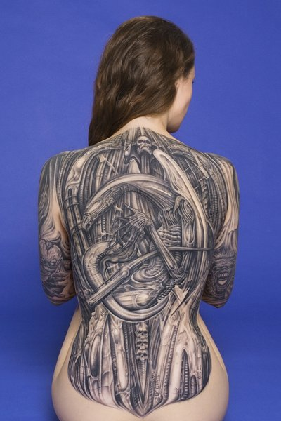 Тату мужские надписи Татуировки надписи на спине  - тату надпись на спине фото