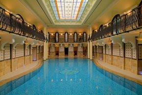 http://1.bp.blogspot.com/_Pnvzv2nPHTI/S7YbBUA35_I/AAAAAAAAAlc/RH9pi7njeN4/s1600/corinthia_grand_hotel_royal_budapest_spa.jpg