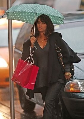 CANDID: Pregnant Halle Berry Shopping In Canada