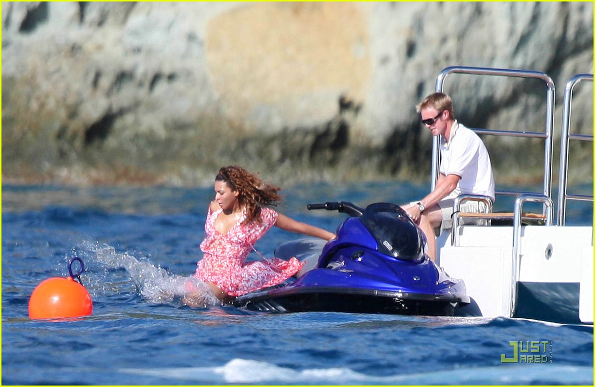 Candids Beyonce Amp Jay Z Jet Skiing In St Barts Dec 30