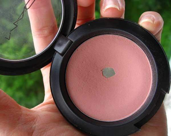 Populaire So Loverly: Review: MAC Pinch O' Peach blush WI68