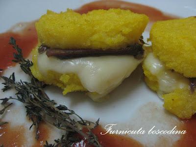 Turnulete de mamaliga cu anchoa si mozzarella