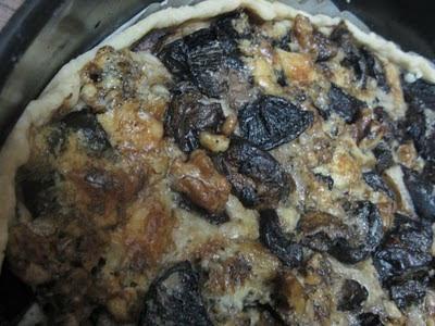 Tarta cu ciuperci, nuci,usturoi si Roquefort