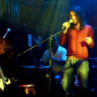 Marcello Motta > voz y guitarra